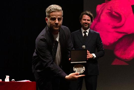 Yorgo Tloupas prix met de penninghen direction artistique